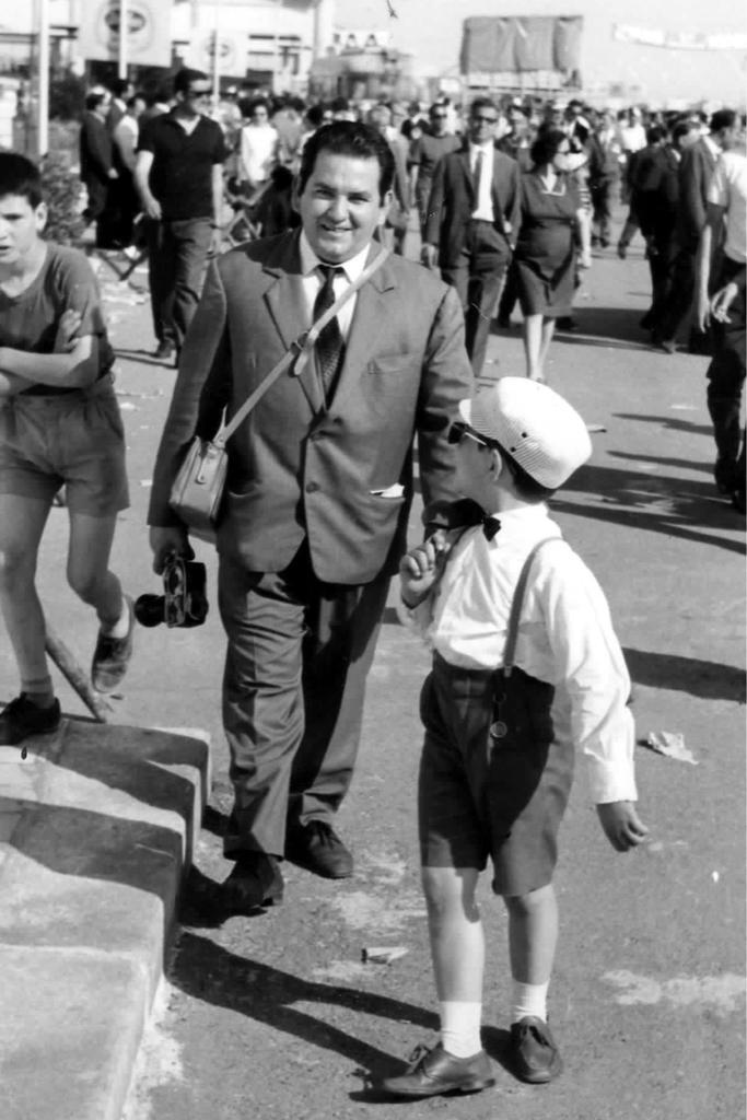 Il cav. Renato Ingenito con il primo genito Angelo allo stadio Salinella, oggi Erasmo Iacovone