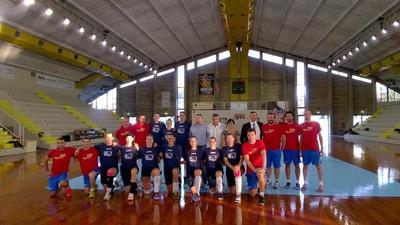 L'assessore allo Sport brinda insieme alla squadra ed inaugura il nuovo impianto