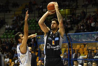 II PalaDesio è un tabù: Cantù vince 84-72 nel 2° turno di Serie A