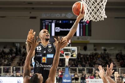 Finale da brividi alla BLM Group Arena: vince Trento 74-71