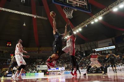 La Dolomiti Energia si spegne nel finale: Varese vince 83-80