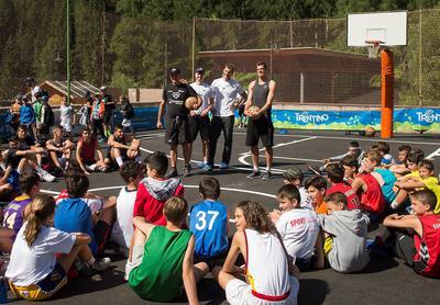 Partito l'Aquila Basket Summer Camp: oltre 180 ragazzi nei due turni a Stava di Tesero