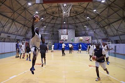 Torna il team di richiedenti asilo: anche Università e Unione Europea al fianco di Aquila Basket