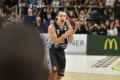 La Dolomiti Energia fa e disfa ma vince ancora: 71-65 su Bologna