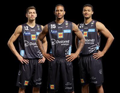 Spalding sponsor tecnico di Aquila Basket anche nelle prossime due stagioni