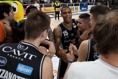 """Lunedì 15 aprile alcuni campioni della Dolomiti Energia Trentino ospiti nel """"Basket Day"""" del Twenty di Bolzano"""