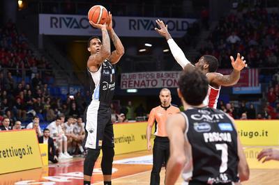 Ecco il primo colpo esterno in A: Pesaro sconfitta 65-77