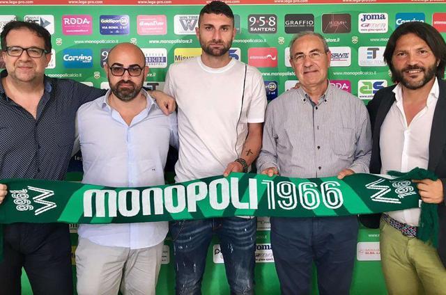 La foto della firma di Ciro De Franco a Monopoli, foto: MonopoliCalcio.it