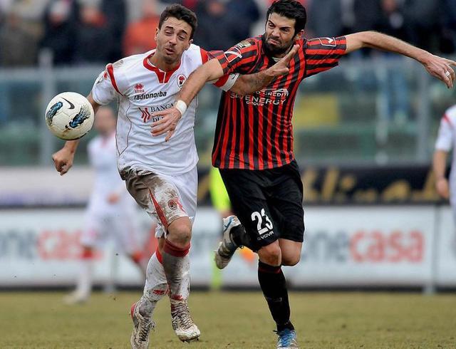 Il difensore Giuseppe Figliomeni in azione, foto: Fonte Web
