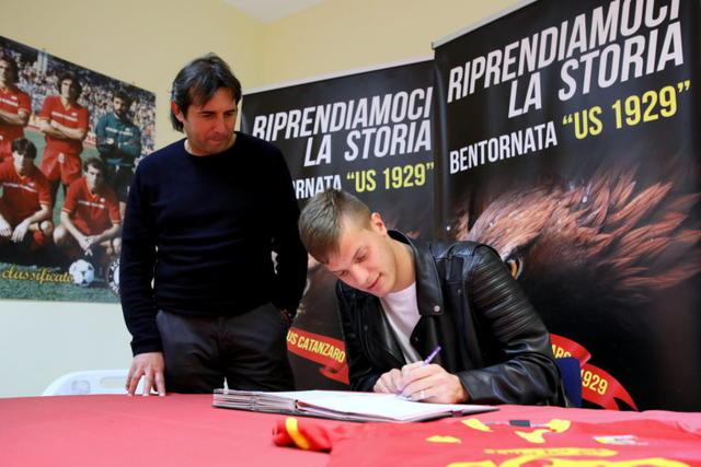 La firma dell'attaccante Bianchimano, foto: Fonte Web