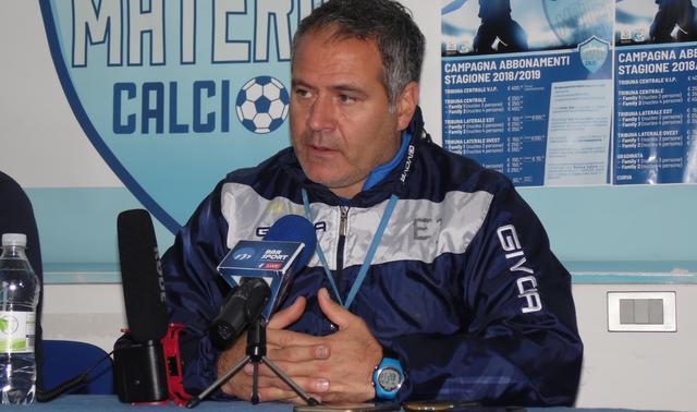 Il tecnico Imbimbo in conferenza stampa, foto: TuttoMatera.com