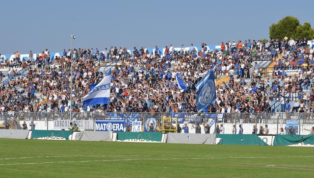 I tifosi biancoazzurri, FOTO: EMANUELE TACCARDI - TUTTOMATERA.COM