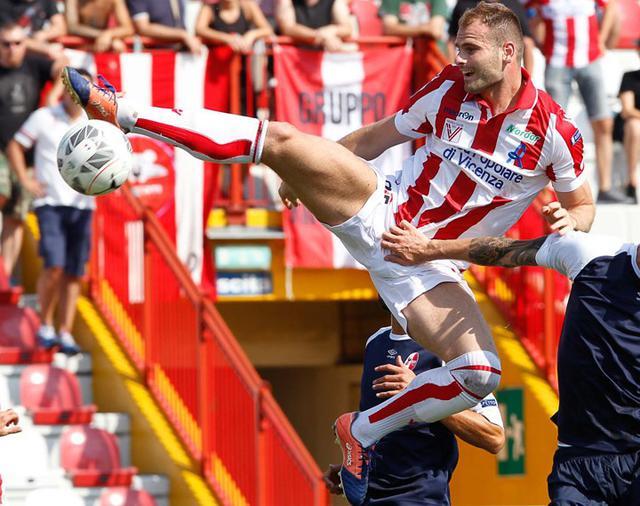 L'attaccante Raicevic in azione, foto: Fonte Web