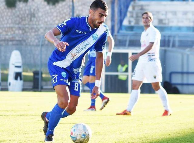 Il centrocampista Garufi in azione, foto: Sandro Veglia