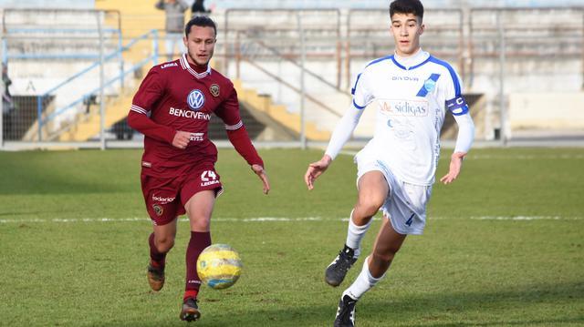 Il centrocampista Andrea Sarcinella in azione, foto: Sandro Veglia