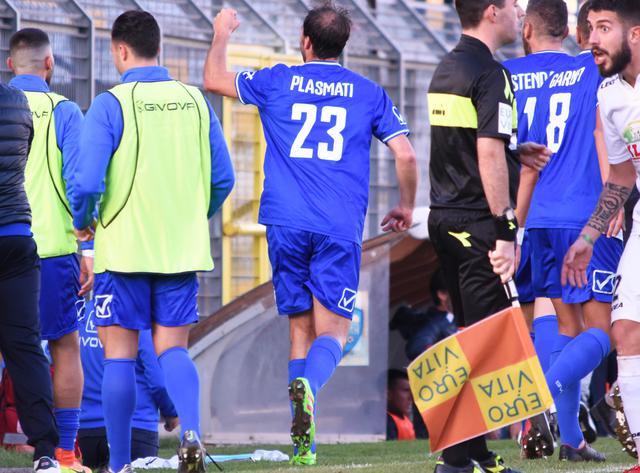 L'esultanza dell'attaccante Plasmati, foto: Sandro Veglia