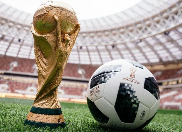 Il pallone e coppa del Mondiale in Russia, foto: Fonte Web