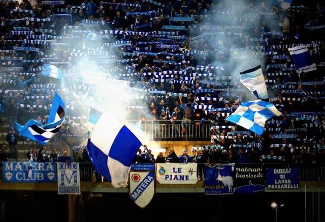 I tifosi biancoazzurri in quel di Lecce, foto: Mariella Tralli