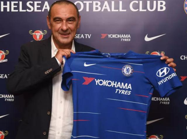 Maurizio Sarri durante la presentazione del Chelsea, foto: Fonte Web