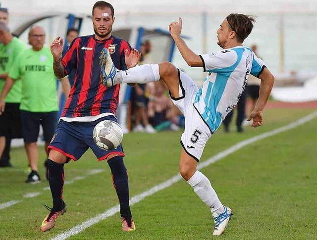 Il centrocampista Davide Buono in azione, foto: Giuseppe Scialla