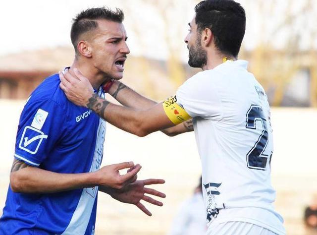 L'attaccante Michele Scaringella in azione, foto: Sandro Veglia