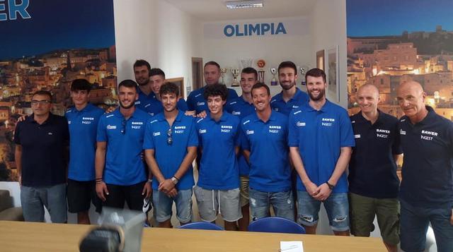 L'Olimpia Matera al gran completo, FOTO: OLIMPIA MATERA FACEBOOK