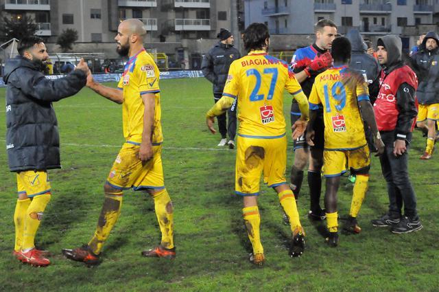 L'esultanza del Catania nel match d'andata, foto: Sandro Veglia