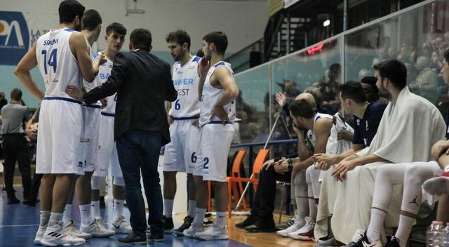 Coach Origlio a rapporto con la squadra, foto: Roberto Linzalone