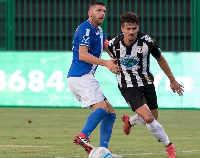 Il difensore Mariano Stendardo in marcatura, foto: Cristian Costantino