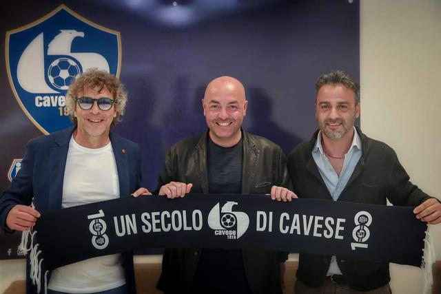 Francesco Moriero dopo la firma, FOTO: STEFANO D'ELIA - PROFILO FACEBOOK CAVESE CALCIO