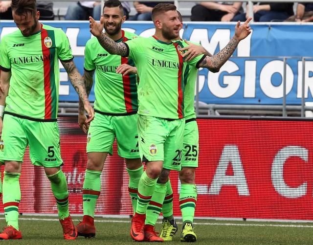 L'attaccante Mirko Carretta che esulta dopo la doppietta, foto: Fonte Web