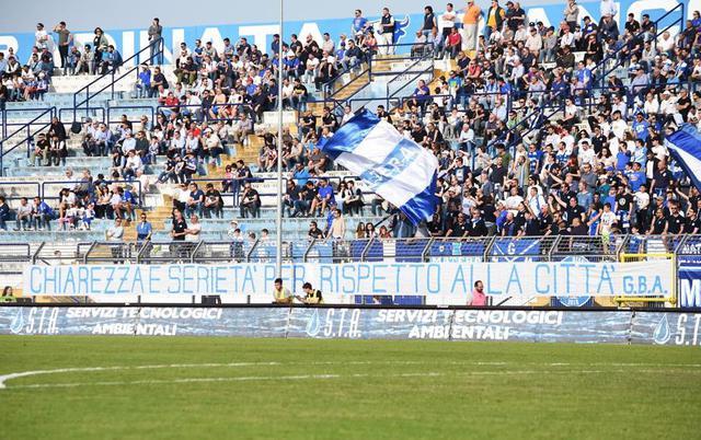 Il significativo striscione della Gradinata Biancoazzurra, foto: Sandro Veglia