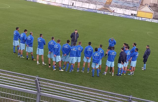 Il discorso del ds Colucci alla squadra, foto: TuttoMatera.com