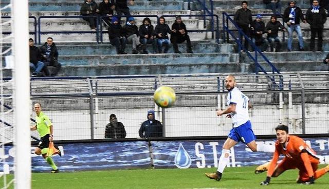 L'esterno Vittorio Triarico al momento del gol, foto: Sandro Veglia