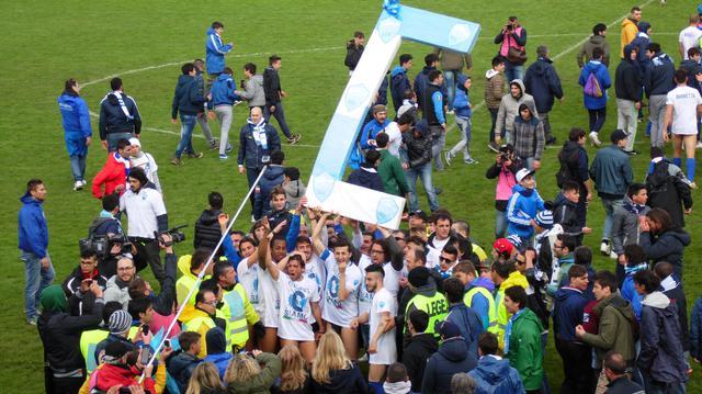 i festeggiamenti dei biancoazzurri dopo la promozione in Serie C, foto: TuttoMatera.com