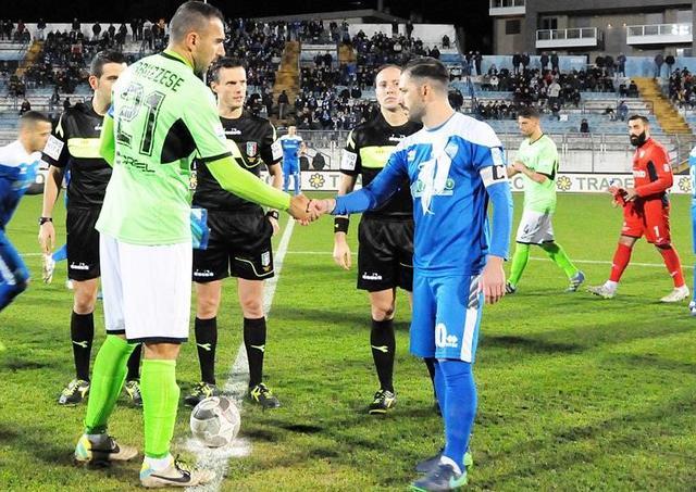 L'ingresso in campo nel match d'andata, foto: Sandro Veglia