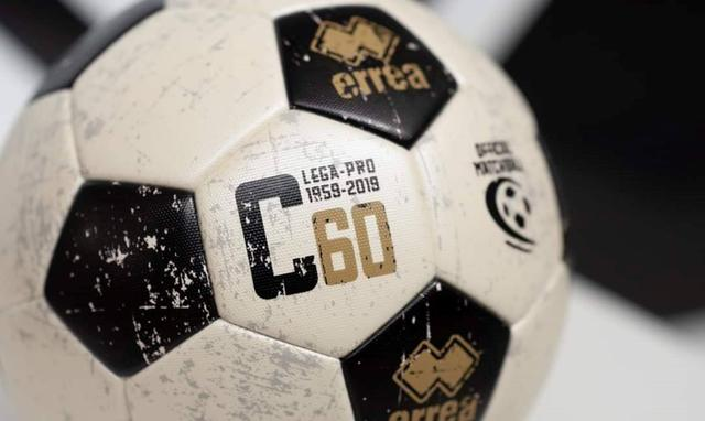 Il pallone della Serie C, FOTO: CAVESE CALCIO 1919 FACEBOOK