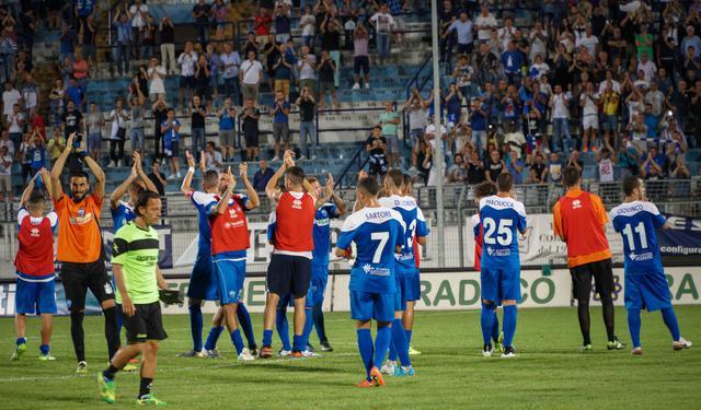 La squadra saluta il pubblico, foto: Emanuele Taccardi - TuttoMatera.com