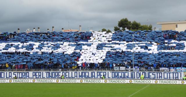 La coreografia dei tifosi biancoazzurri, foto: Sandro Veglia