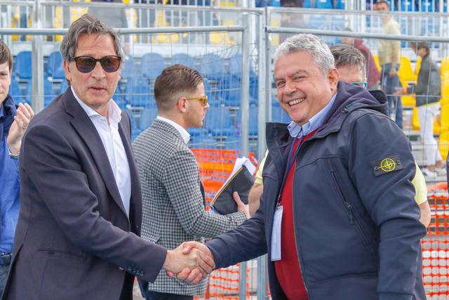 I massimi dirigenti di Picerno e Cerignola si stringono la mano prima della gara di domenica scorsa