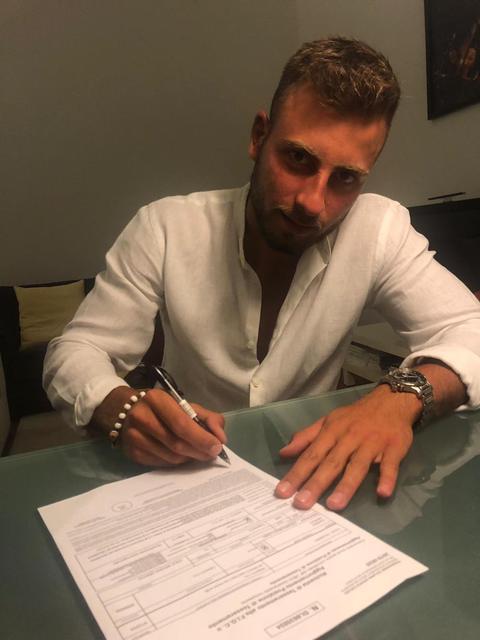 Marco Ciardo al momento della firma