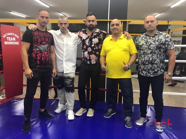 Da sinistra, il maestro Cristian Morrone, il presidente Giuseppe Acquaviva, il maestro Giuseppe Morrone, il campione pro Franco Morrone e Mimmo Morrone