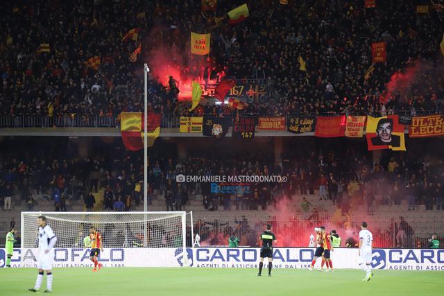 Lecce-Brescia 1-0: Un Via del Mare ribollente