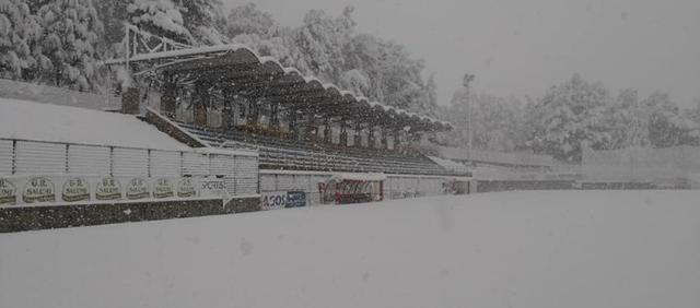 Lo stadio 'Curcio' pieno di neve