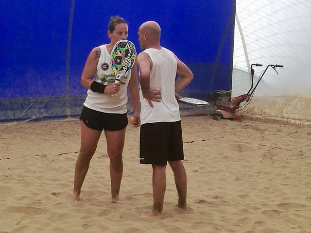 Roberta Vinci discute con il compagno di squadra
