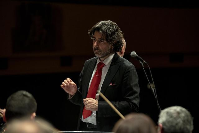 Piero Romano, direttore dellOrchestra della Magna Grecia