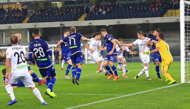 Il gol del cremonese Arini che fissa il punteggio sull'1-1