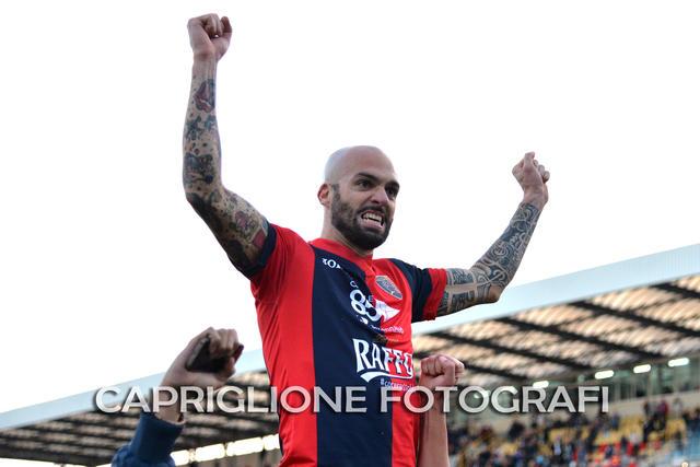Manuel Pera, a segno nel match d'andata al 'Tonino D'Angelo'