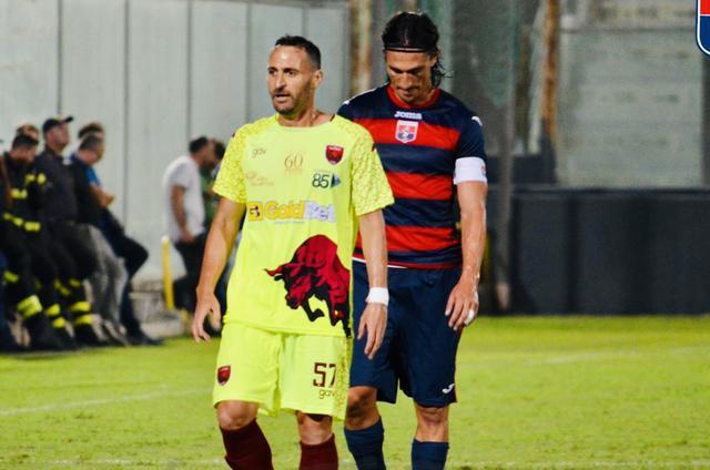 Hernan Molinari 'marcato' da Claudio Miale - Foto Taranto FC/Nicola Carpignano