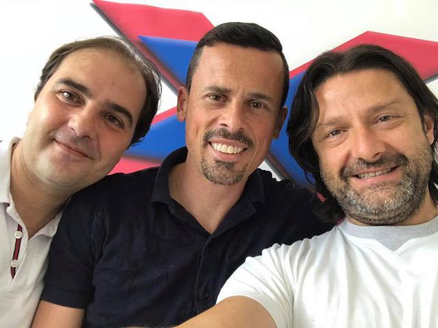 Carlos França col presidente Caiata e il suo agente